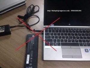 sử dụng laptop sai cách